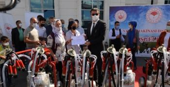 Erzurum'da süt sağım makinesi dağıtıldı