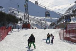 Palandöken'de düşe kalka kayak keyfi