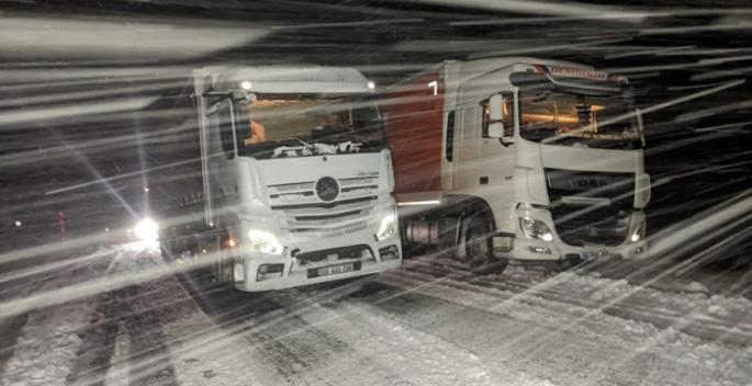 Kar ve tipi nedeniyle yol kapandı...